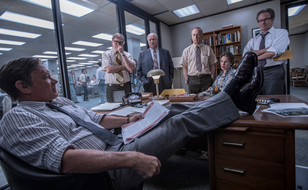 Tom Hanks (Ben Bradlee), David Cross (Howard Simons), John Rue (Gene Patterson), Bob Odenkirk (Ben Bagdikian), Jessie Mueller (Judith Martin), and Philip Casnoff (Chalmers Roberts).