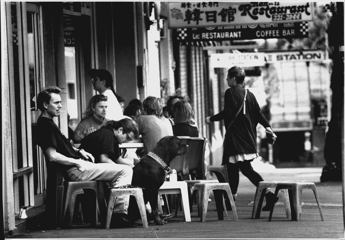 Al fresco on Darlinghurst Road – outside the Tropicana Caffe